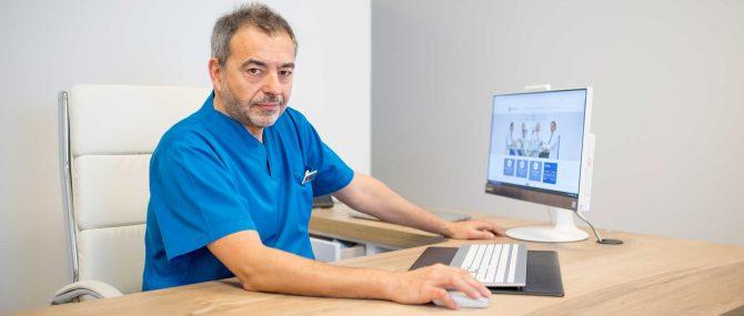 Imagen: Dr. Barrenetxea is renowned as one of the 50 best doctors in Spain according to Top Doctors